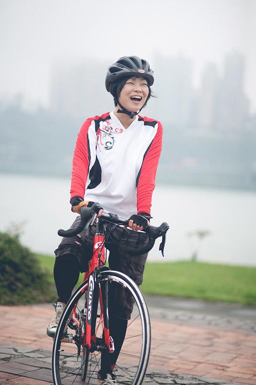 書籍封面,滿點自行車,環遊世界的自行車女車手圖文旅行日記
