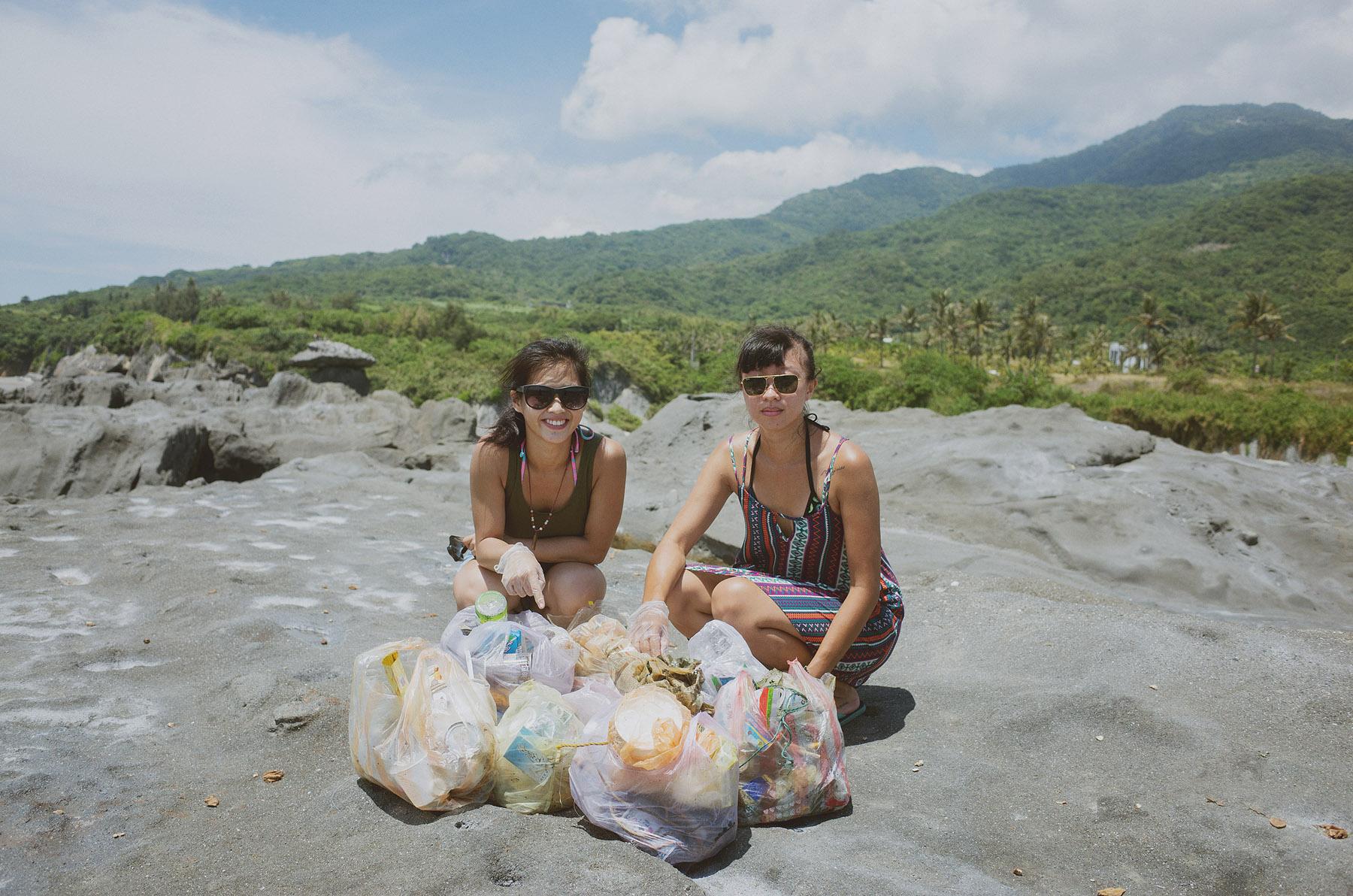池上淨灘女孩-撿了好幾大袋的垃圾
