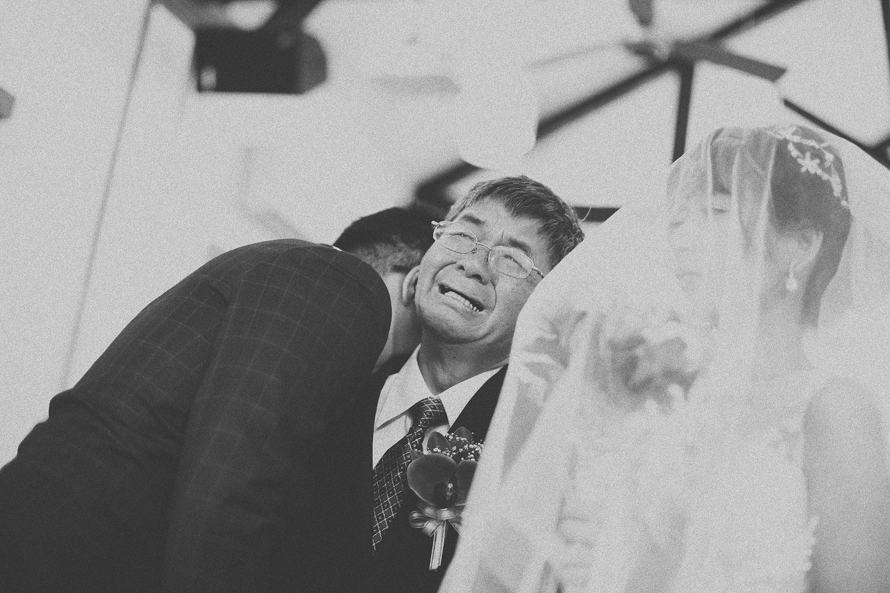 底片婚攝,婚禮攝影,電影風格,台北婚攝推薦,婚攝,婚禮紀錄,底片風格,基督徒,教會,黑白,進場交手,擁抱
