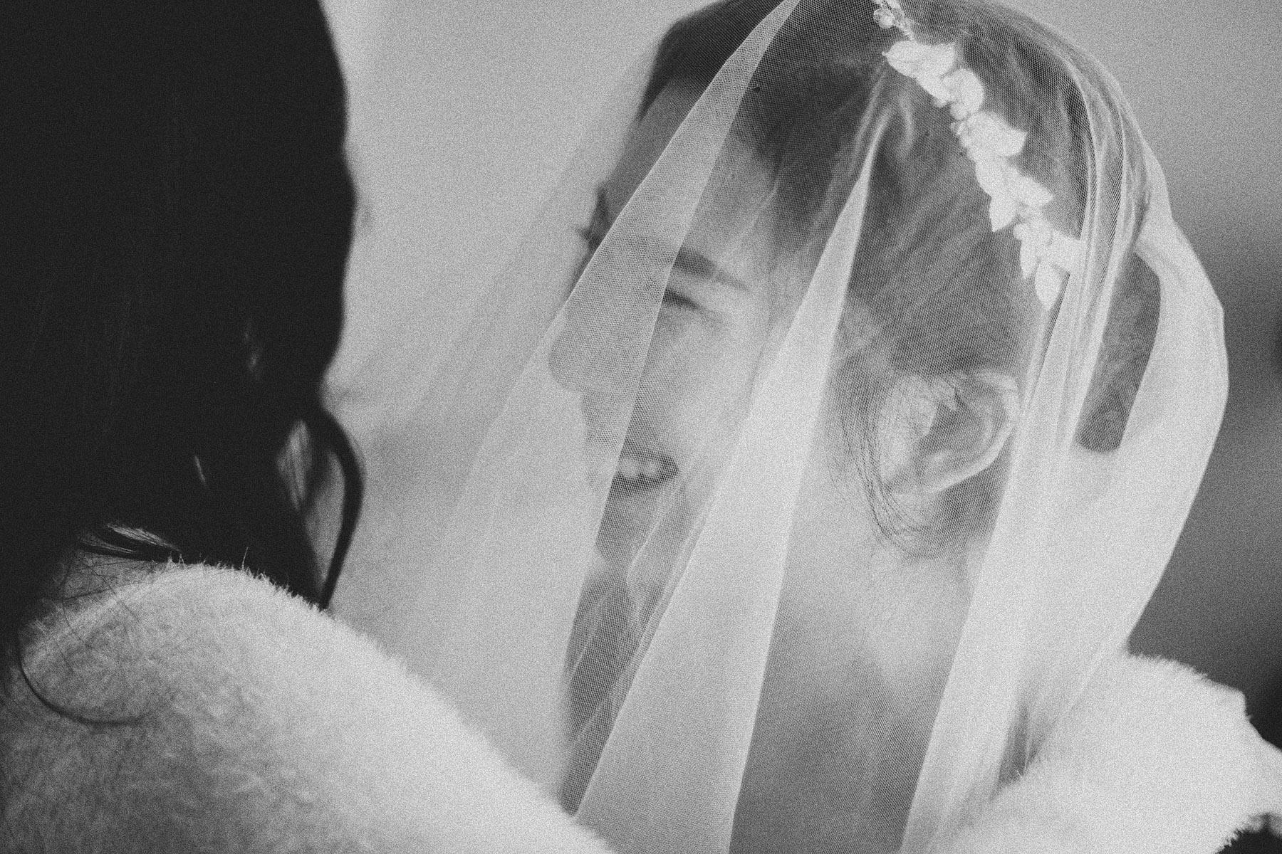 底片婚攝,婚禮攝影,電影風格,台北婚攝推薦,婚攝,婚禮紀錄,底片風格,黑白,擁抱