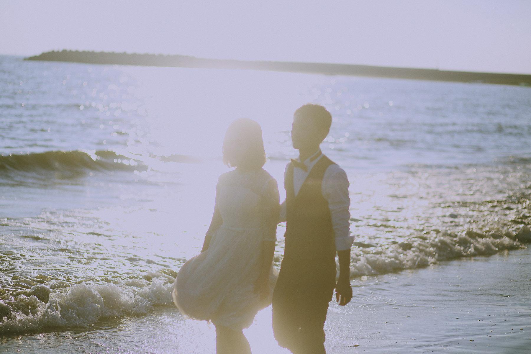 底片婚攝,海邊,逆光,自助婚紗,自然風格,生活風格