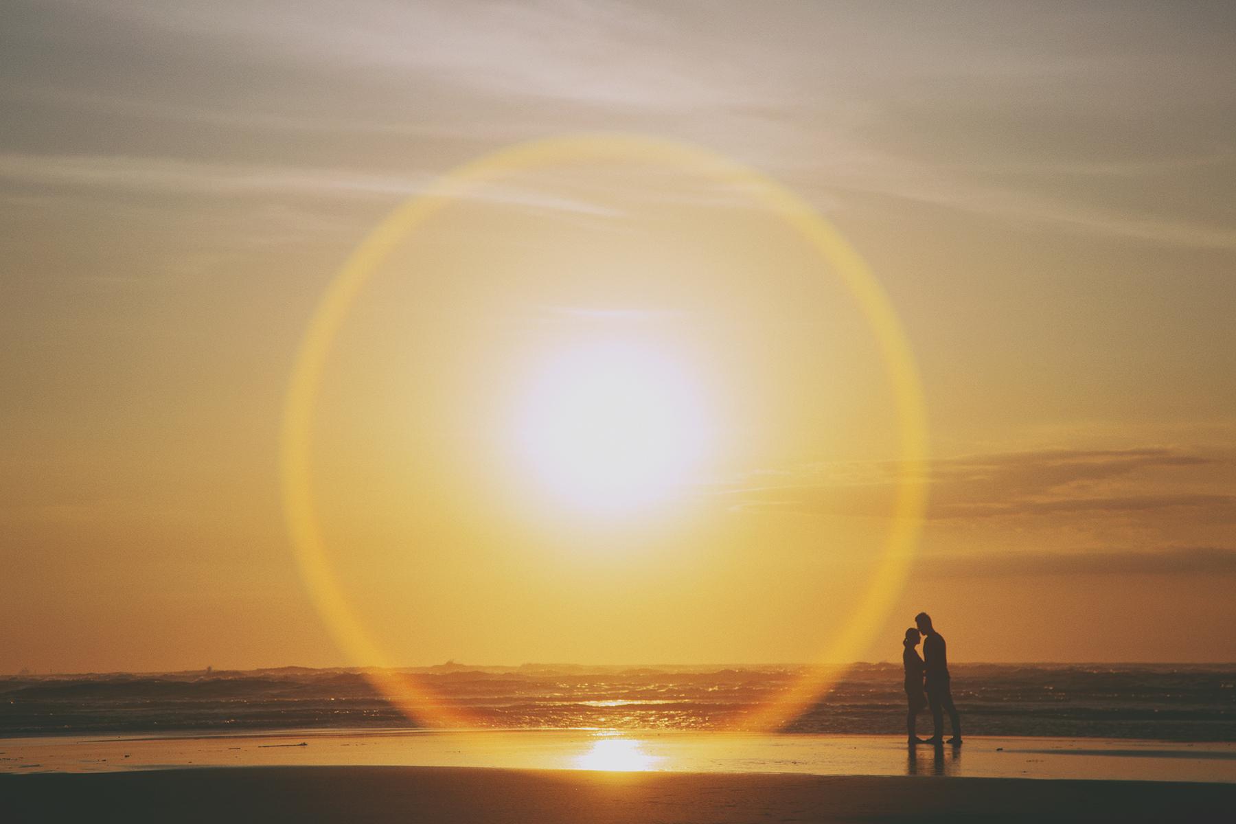 海邊,自助婚紗,便服婚紗,自然風格,生活風格,底片風格,電影風格,台北婚紗攝影師推薦,情感,溫度,夕陽,逆光
