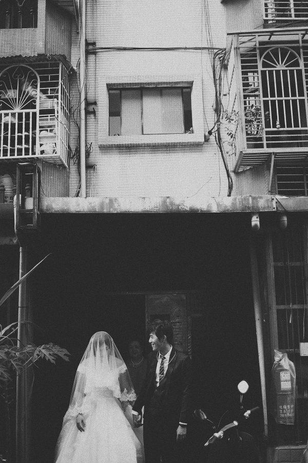 婚禮紀錄,婚禮攝影,黑白,家,拜別,離家
